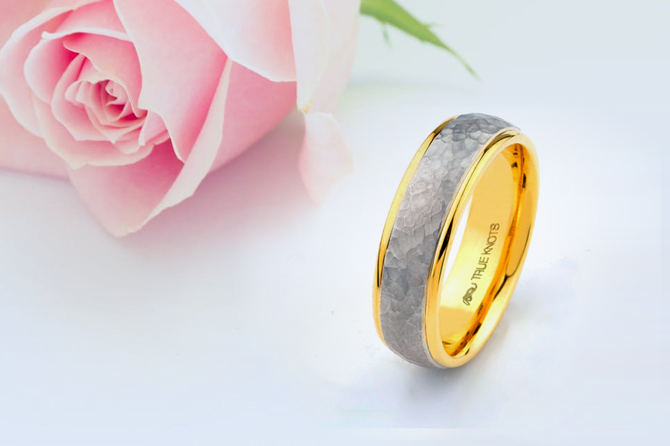 Two-Toned Band with a Stylish Twist